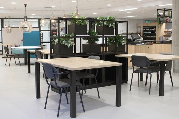 COwerk Cast divider wandkast staal zwart planten restaurant pr4