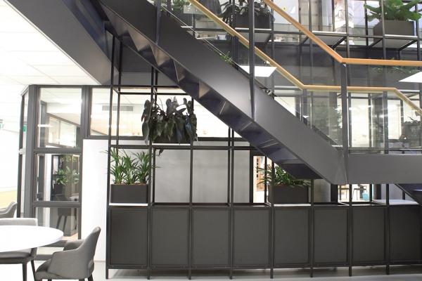 COwerk Cast divider wandkast staal zwart planten restaurant pr8